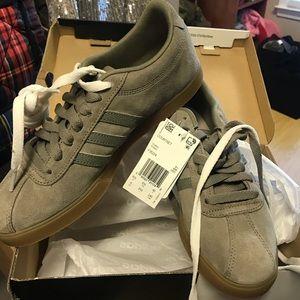 Adidas Courtset size 8